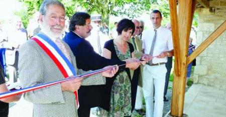 Inauguration du lavoir de St Martin du Clocher.Photo CL
