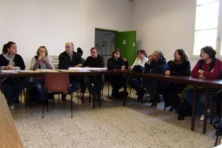 À leur sortie de l'inspection académique, l'intersyndicale de l'éducation nationale et le collectif EVS ont tenu une conférence de presse. Photo CL