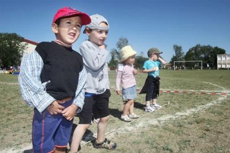 450 écoliers du Ruffécois se sont retrouvés hier au complexe sportif de Mansle pour participer aux différents ateliers. Photo : C. Levain
