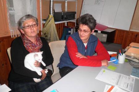 Marie-Hélène Charrier et Marie-Claude Abgrall continuent d'exercer leur métier d'aide à domicile tout en gérant bénévolement l'association. Photo S. C.