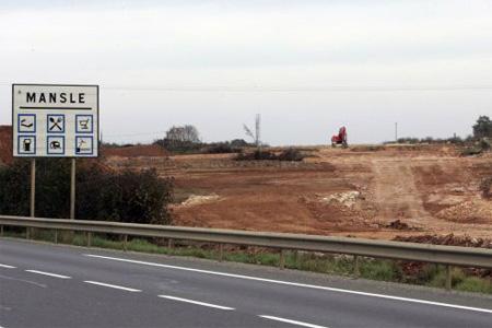 Un demi-échangeur est en cours de construction sur la RN 10 à hauteur de Mansle. Photo : P. Messelet