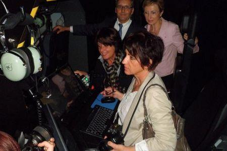 Nicole Bonnefoy et Jeanne Filloux se sont installées au poste des instructeurs, sous les yeux de Danielle Polvé-Montmasson. Photo F. G.