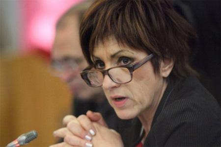 Nicole Bonnefoy défendait lundi la proposition de loi interdisant la culture de maïs OGM. Elle n'a pas été adoptée. Photo : C. Levain