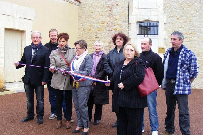 Inauguration de la mairie de Ventouse. Photo : M.T. Bordet