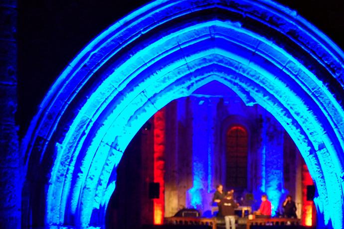Nuit romane à l'église de Cellefrouin avec le groupe LR Swing. Photo : N. Bonnefoy