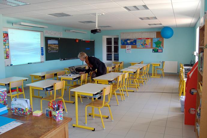 Inauguration des nouveaux locaux à l'école de Saint Angeau. Photo : N Bonnefoy