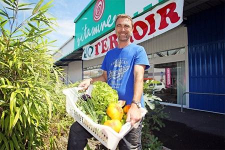 Frédéric Tanné et ses associés de Bio Terroir, tous producteurs charentais, s'apprêtent à tripler leur surface de vente dans l'ancien magasin bio Vitamine, route de Bordeaux, à Angoulême. Photo : R. Joubert