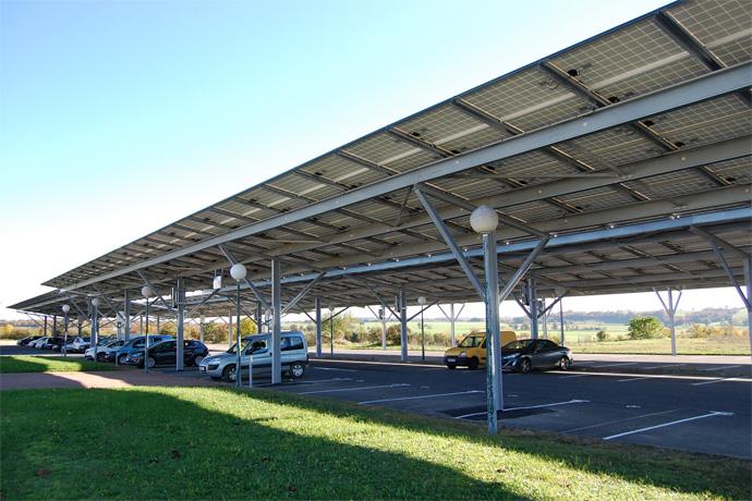 Inauguration de la centrale photovoltaïque à l'aéroport de Brie Champniers. Photo : N. Bonnefoy