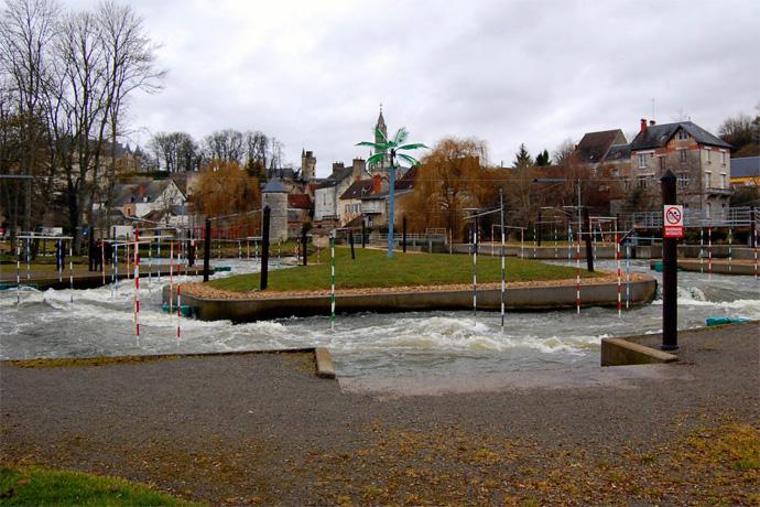 Visite du stade d'eaux vives à Chateauneuf sur Cher. Photo : N. Bonnefoy