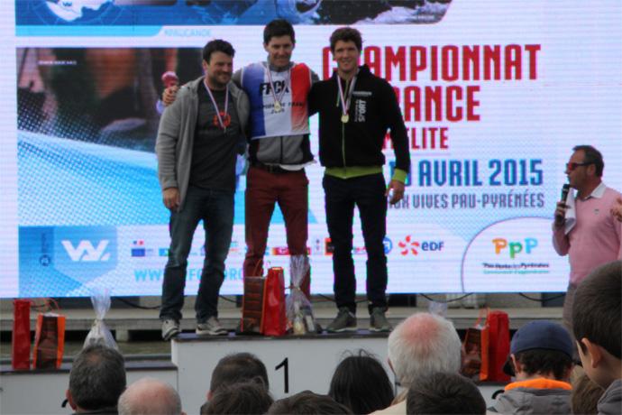 Martin Thomas et Pierre-Antoine Tillard sur le podium des championnats de France Elite Slalom de Canoë Kayak. Photo : T. Delaunay