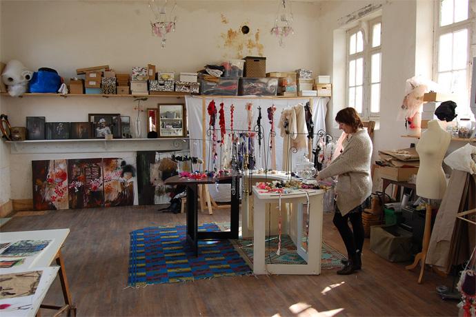 Atelier d'Auré Li à Ste Colombe. Photo : N. Bonnefoy