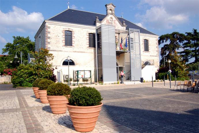 Inauguration des travaux d'accessibilité de la Mairie et de la Salle des fêtes d'Aunac. Photo : N. Bonnefoy