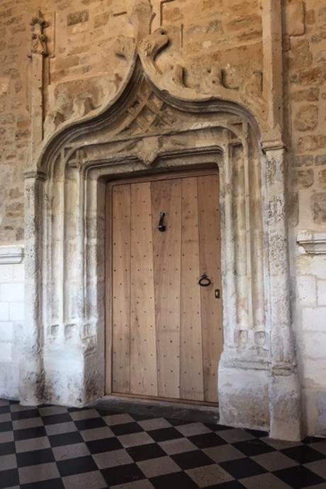 Porte renaissance dans la mairie de Mansle. Photo : N. Bonnefoy