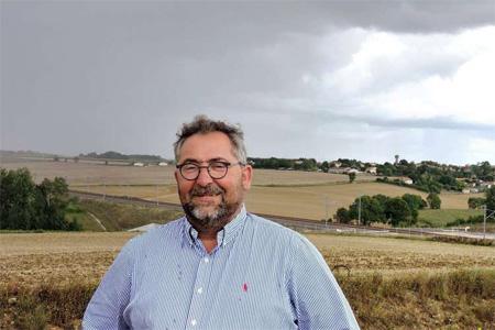 Fabrice Geoffroy est le maire de Courcôme, ville particulièrement affectée par l'arrivée de la LGV. Photo : A. Beneytou
